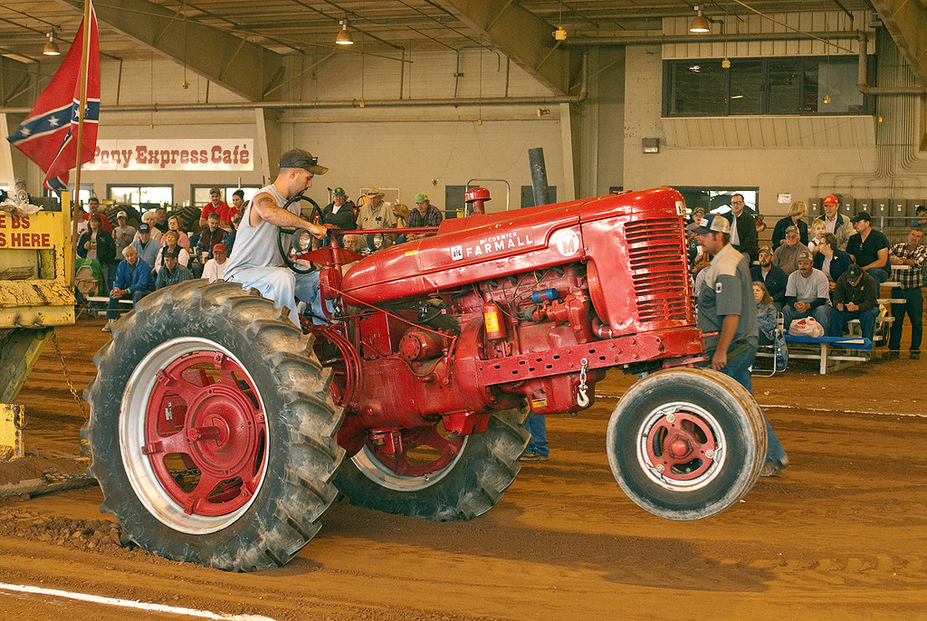 Farmall Super M Pulling Pulling Indoors At The 2009 Fall