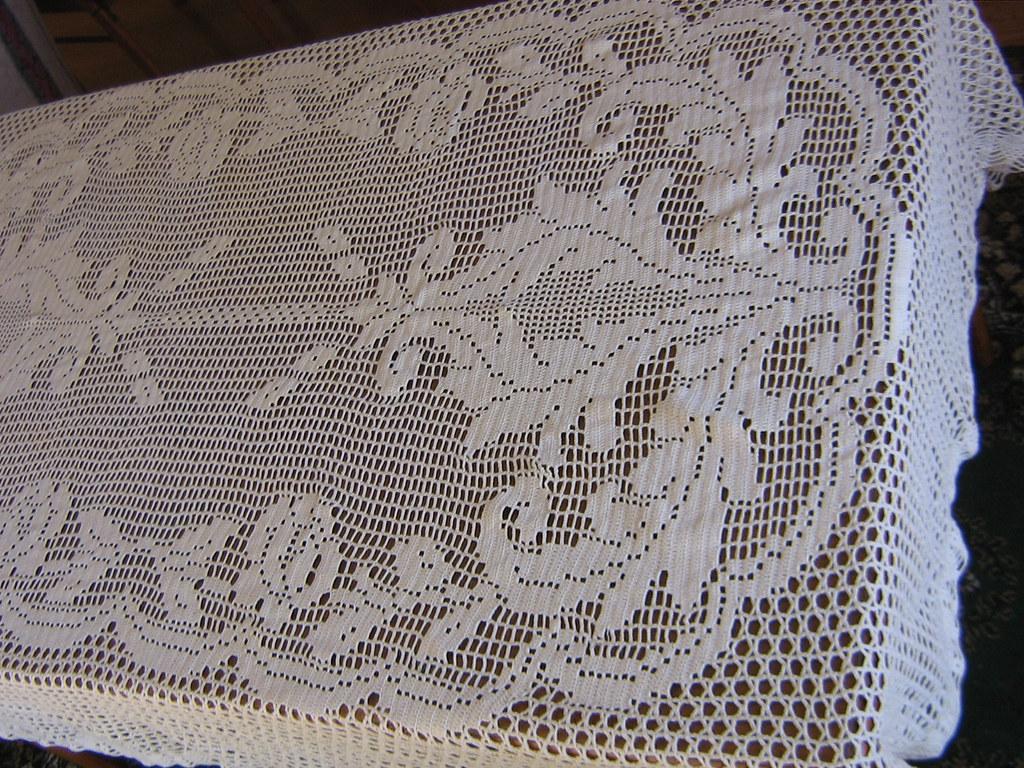 Tops tejidos a crochet en punto abanico, en varidados colores, especial para los días de verano. Tops a dos agujas con un diseño calado original Estos son algunos de los tops que estuve tejiendo, en la próxima entrada voy a mostrar más tejidos que estuve haciendo.