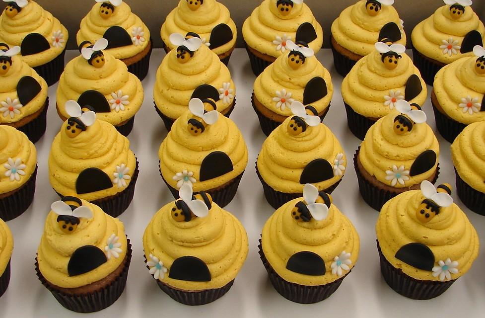 Bumblebee Cupcake Cake