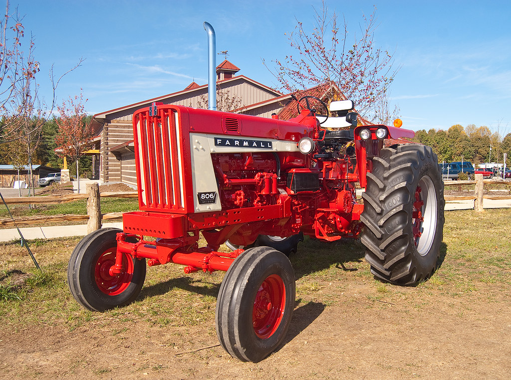 farmall 806 a beautiful international at the 2011 fall