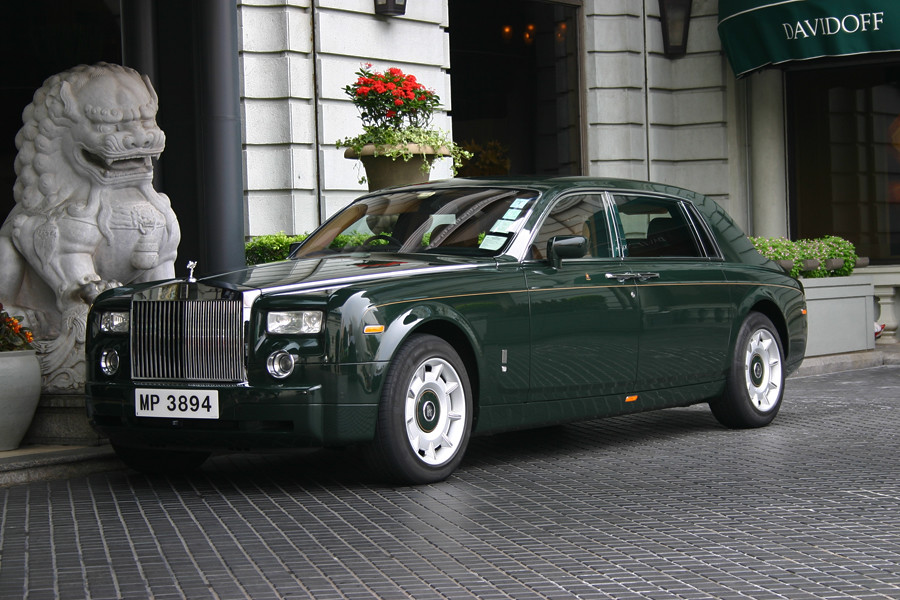 Rolls Royce In Front Of The Peninsula Hotel Hong Kong Ch