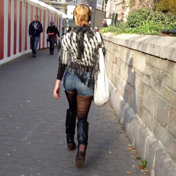 Hot ass on the street