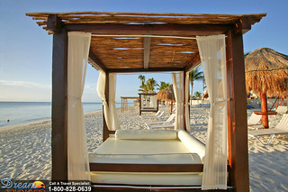 Azul Beach Beds | by Dream Vacations