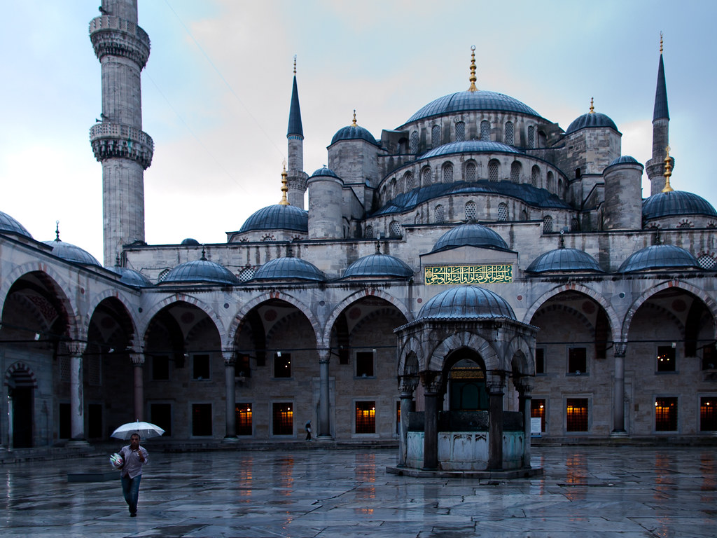 In search for costumers, Blue Mosque - Istanbul   Good ...