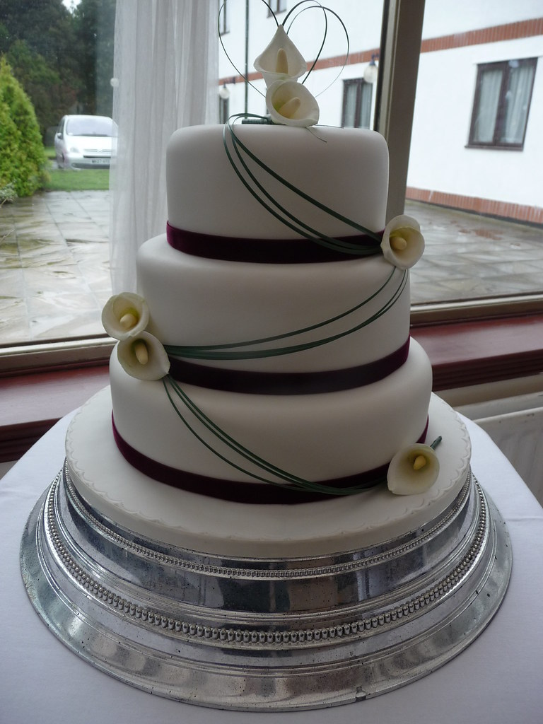 Calla Lily Wedding Cake   Wedding Cake for a lovely couple L…   Flickr