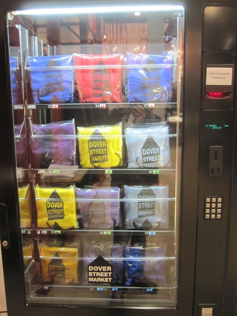 Dover Street Market Quot Comme Des Gar 231 Ons Quot Vending Machine
