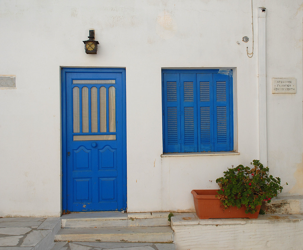 White house with blue door and blue shutters tinos for Blue and white house