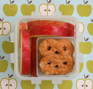 snackbentoapples | by anotherlunch.com