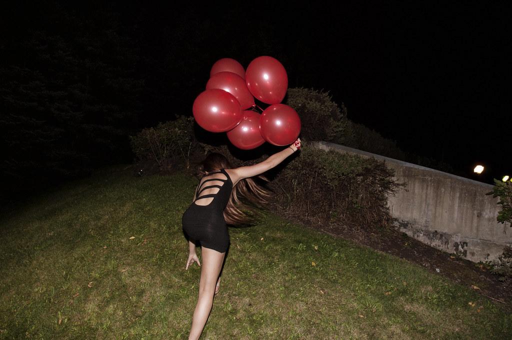 House of balloons jennifer dunaj flickr for Housse ballon yoga