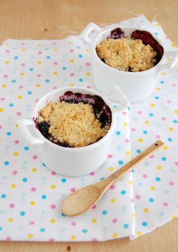 Blueberry crumble / Crumble de mirtilos | by Patricia Scarpin