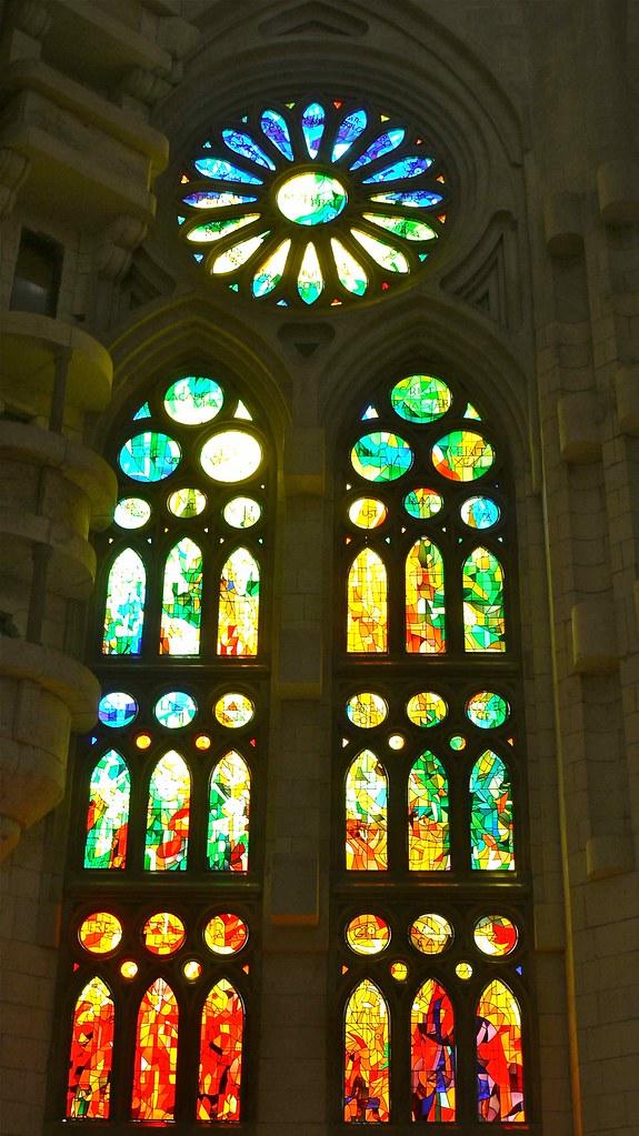 P1110349 Barcelone Sagrada Familia Vitrail Droite Du