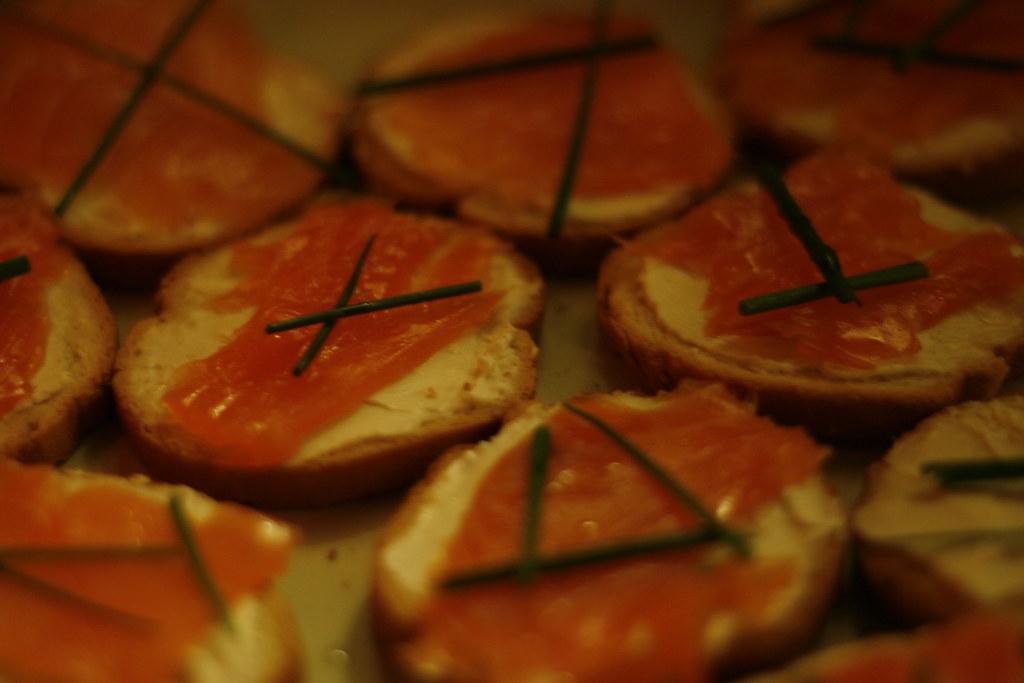 toast au saumon fum saint moret ciboulette et jus de alexandrina flickr. Black Bedroom Furniture Sets. Home Design Ideas