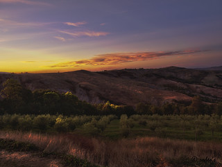 tramonto toscano in agriturismo / tuscan sunset on a farm | by Roberto Defilippi