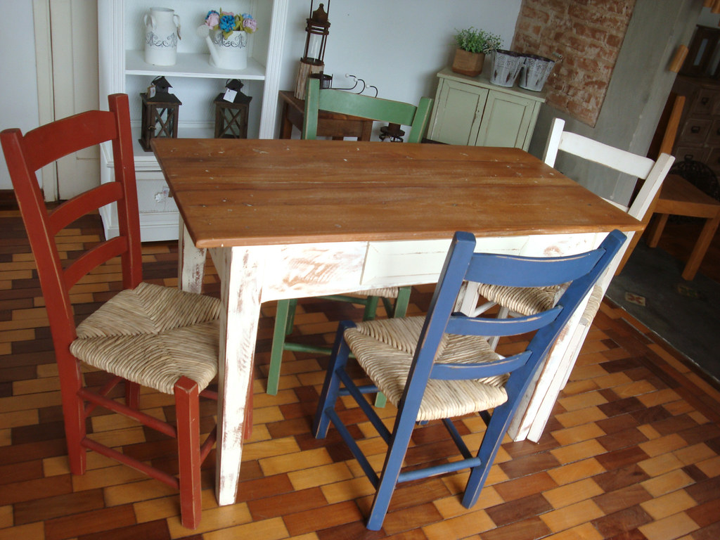 #713C20 Mesa com cadeiras de palha Tamanho: Preço: sob consulta Ca  1024x768 px cadeira de madeira com assento de palha @ bernauer.info Móveis Antigos Novos E Usados Online