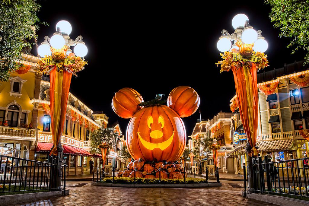 Happy halloween 2011 happy halloween from disneyland i - Disney halloween images ...
