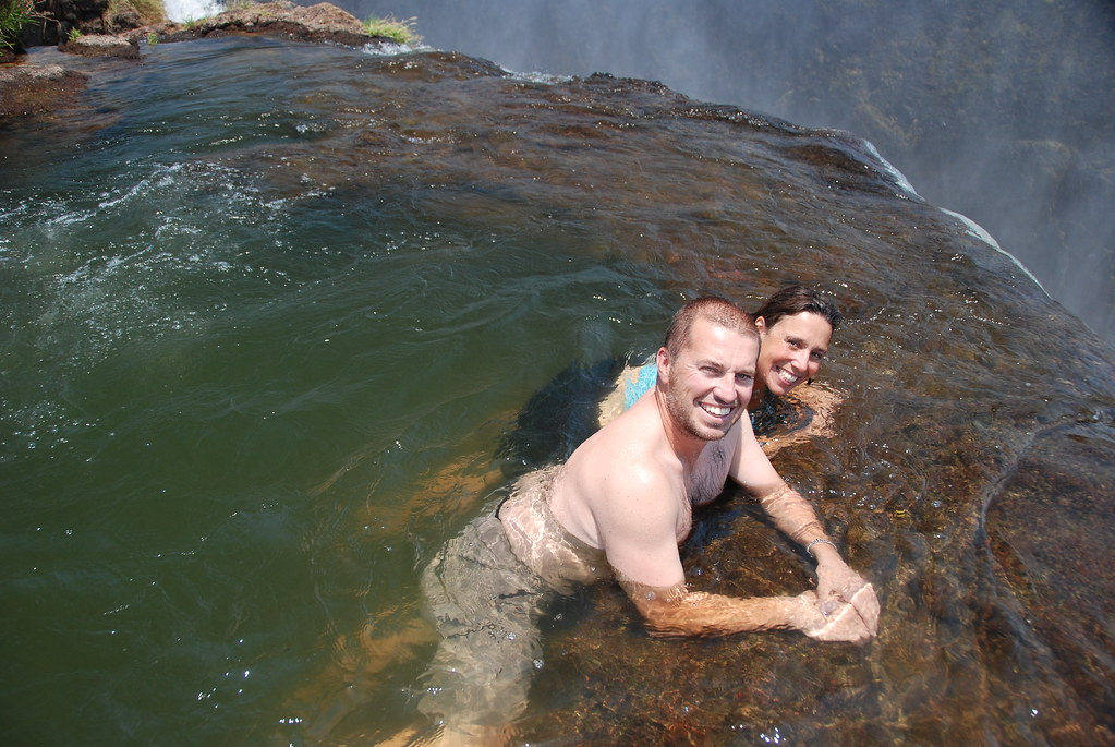Chilling in devil 39 s pool victoria falls zambia martin for Piscina del diablo