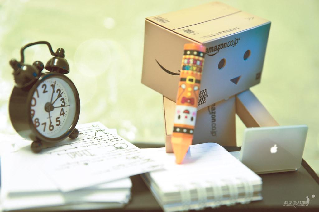 bo cardboard robot reading - photo #17