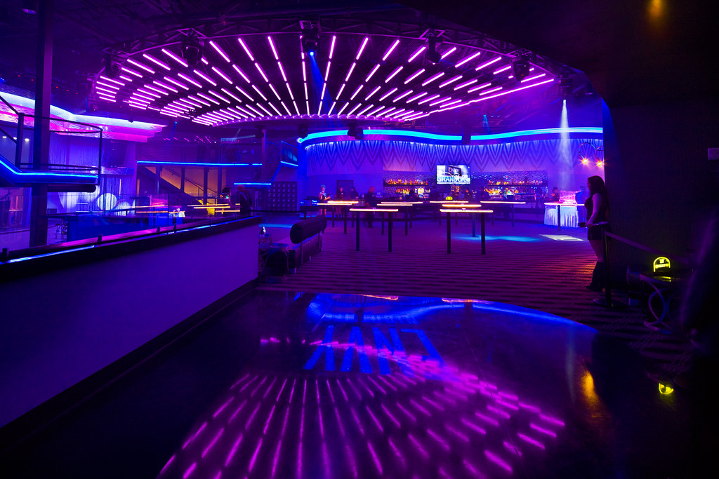Interior nightclub design led lighting technology nigh for Lounge pictures designs
