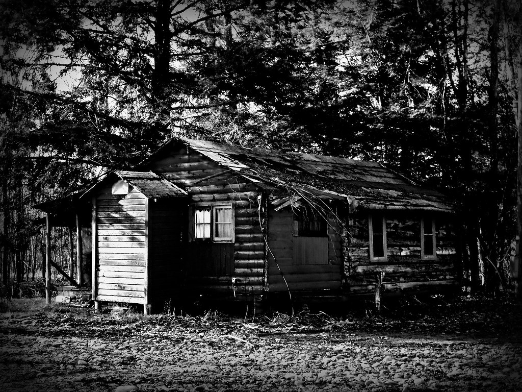 Cabin In Woods >> Creepy Cabin | playing around with picnick :) | squiggy68 | Flickr