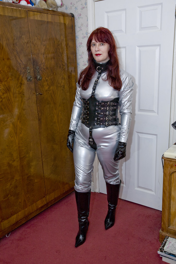 Linda - New Corset, Silver Catsuit  Traveller-28  Flickr-2570