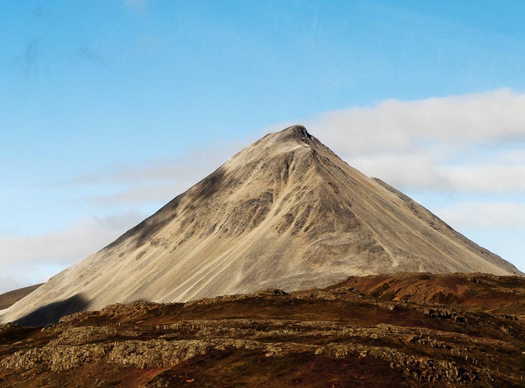 Baula, Iceland | This beautiful rhyolite mountain is ...