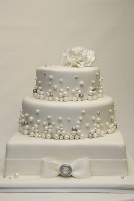 V Moderne Elegante Hochzeitstorte Weiss Mit Perlen Hochzeit Flickr