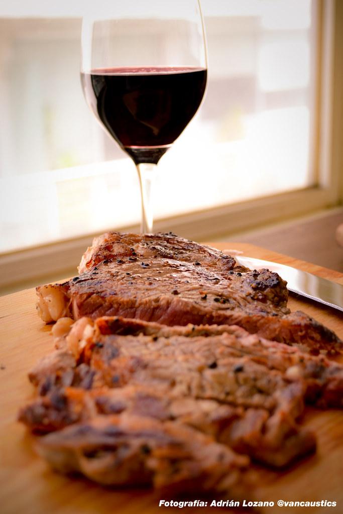 Carne a la parrilla y vino tinto | Visita cocinaconbruja