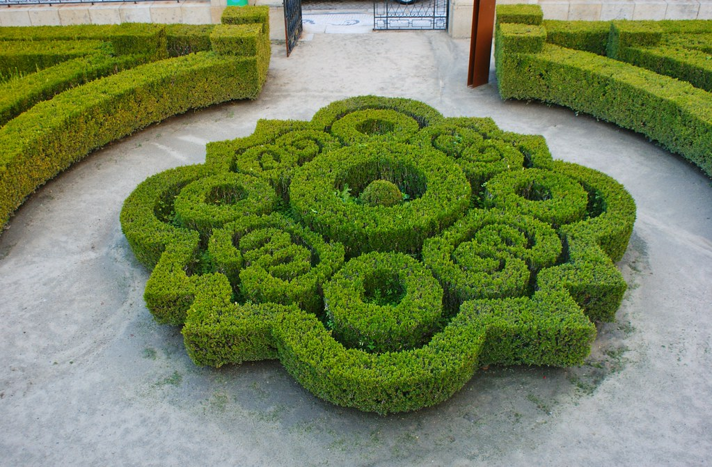 Intricate boxwood parterre karl gercens flickr for Parterre 3d