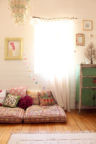 a very pretty girls room | by the style files