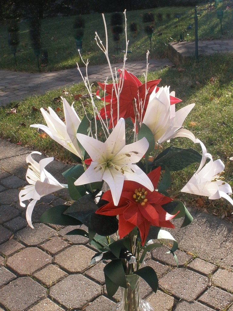 Origami Christmas Bouquet White Lilies And Red Poinsettias Flickr