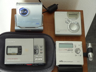 old MiniDisc recorders and a MiniDisc player | by 王磊爱