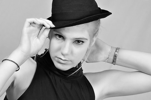Rosalie with hat | by Matthieu Verhoeven - Photographer -