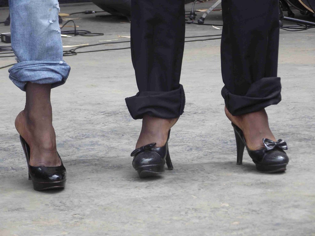 Men Wearing Womens Shoes