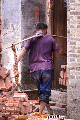 Carrying bricks - Xingping Old Street | by Pic_Joy