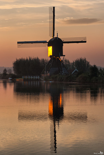 De Blokker at sunrise, Kinderdijk | by BraCom (Bram)