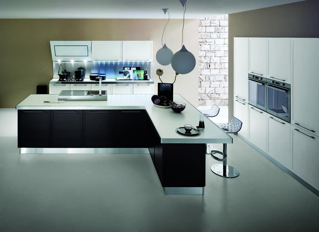 Cucina moderna in rovere laccato bianco e wengè | Cucina mod… | Flickr