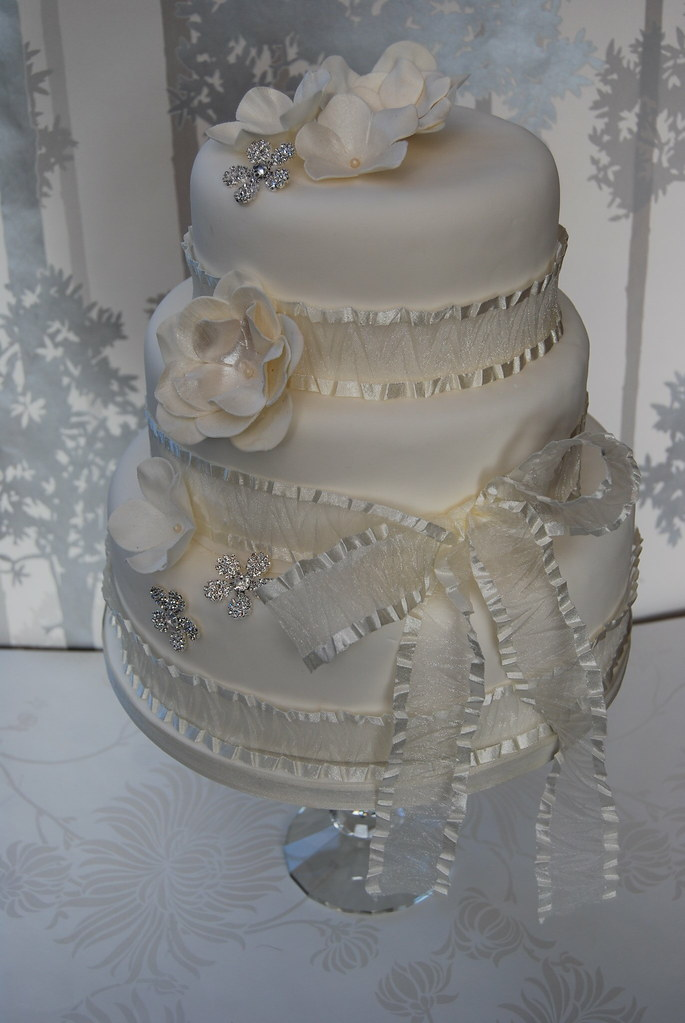 BLING WEDDING CAKE WHITE AND IVORY BLOSSOM WITH MATCHING DIAMANTE BLOSSOMS