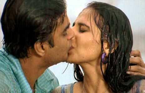 Vidya Balan Kissing Photos