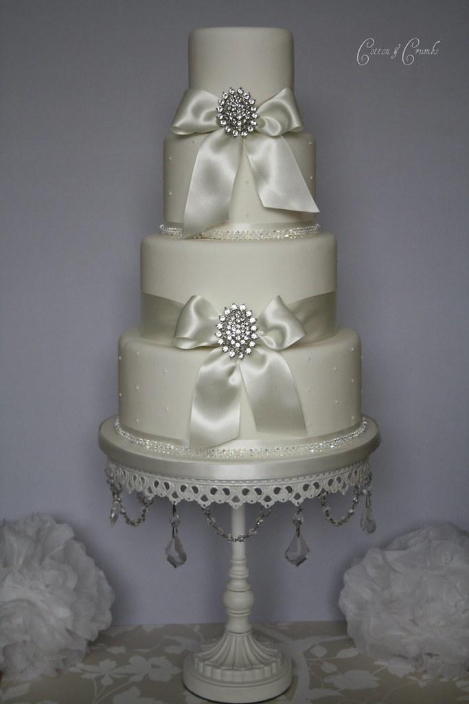 Simple elegance wedding cake | Very simple but elegant weddi… | Flickr