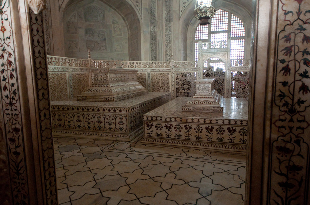 Cenotaphs inside the Taj Mahal mausoleum The tombs with th Flickr