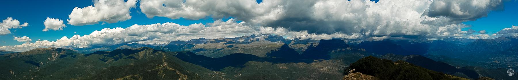 Panorámica hacia el norte desde la cumbre