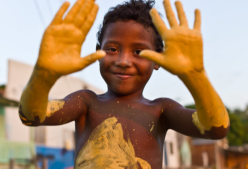 A local child from Ilha da Fazenda after helpimng to paint the jaguar sculpture | by leica_camera