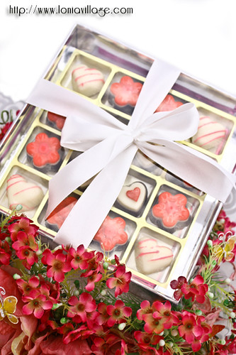 Praline chocolates as wedding gift | by Lonia | The Sweet Tooth Fairy
