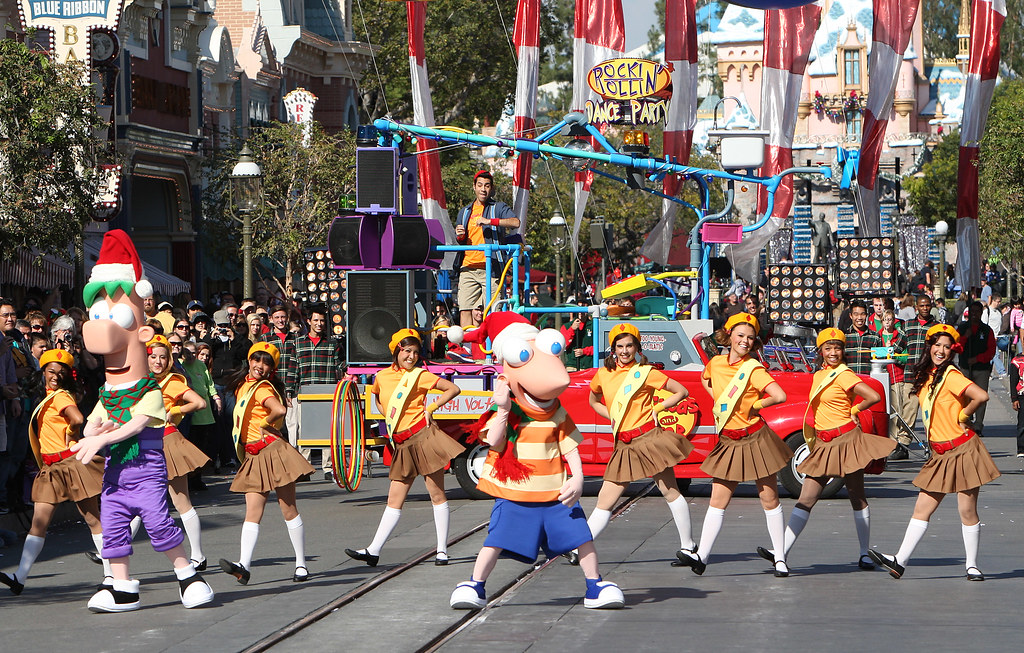 2011 disney parks christmas day parade airs december 25 on abc by insidethemagic - Disney Christmas Day Parade