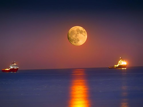 Moon Rising over Aberdeen 9th Jan 2012 | by Gordon M Robertson
