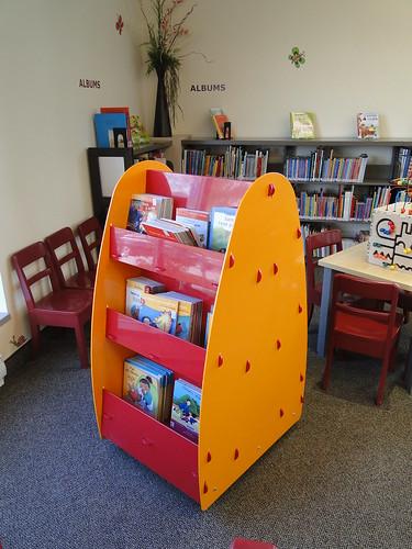 pr sentoir livres biblioth que de k nogami saguenay flickr. Black Bedroom Furniture Sets. Home Design Ideas
