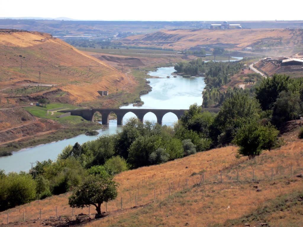 The Tigris River | The Tigris River passes east of Diyarbaki… | Flickr