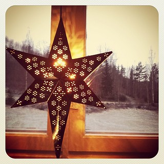 The 3 Advent stars in my windows made me smile this morning. | by lime_anneberit