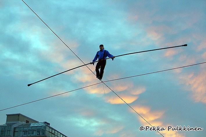 Tightrope walker Viktor Kaiser | Pekka Pulkkinen | Flickr