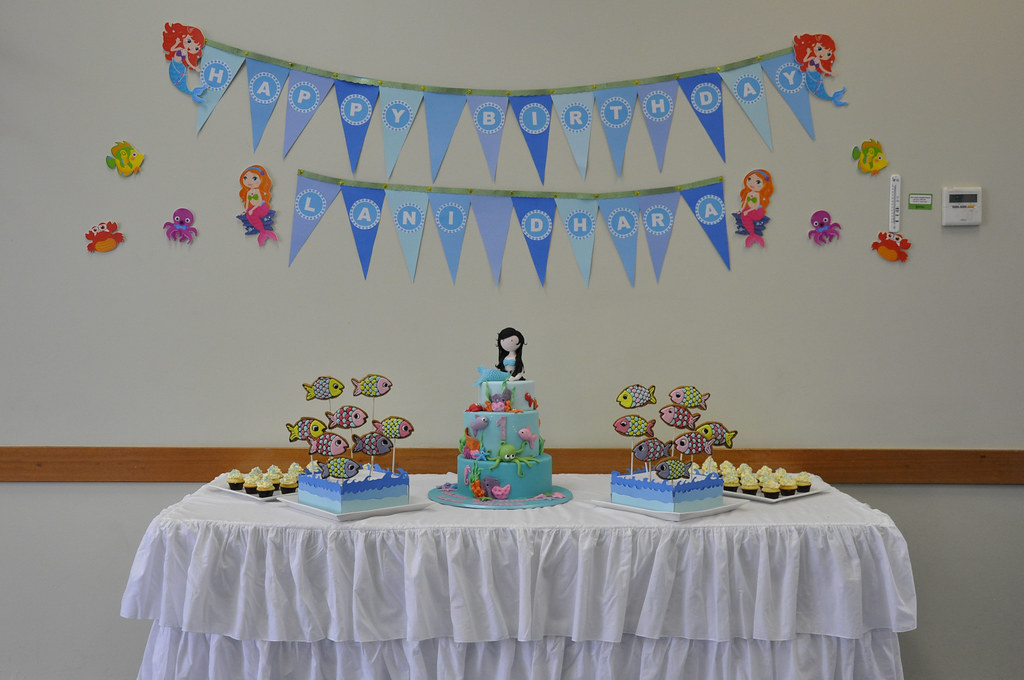 Lanis 1st Birthday Cake Table My Daughters First Birthda Flickr